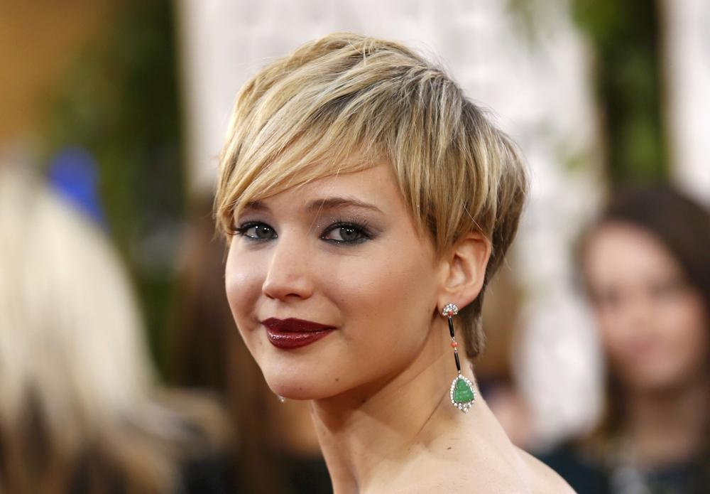 jennifer-lawrence-blonde-layered-pixie-haircut