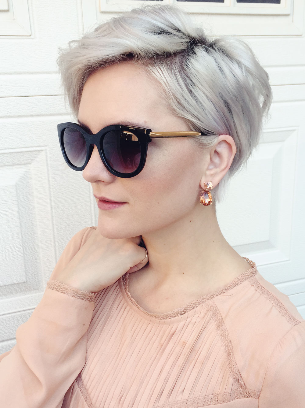 street-style-casual-grey-pixie-cut
