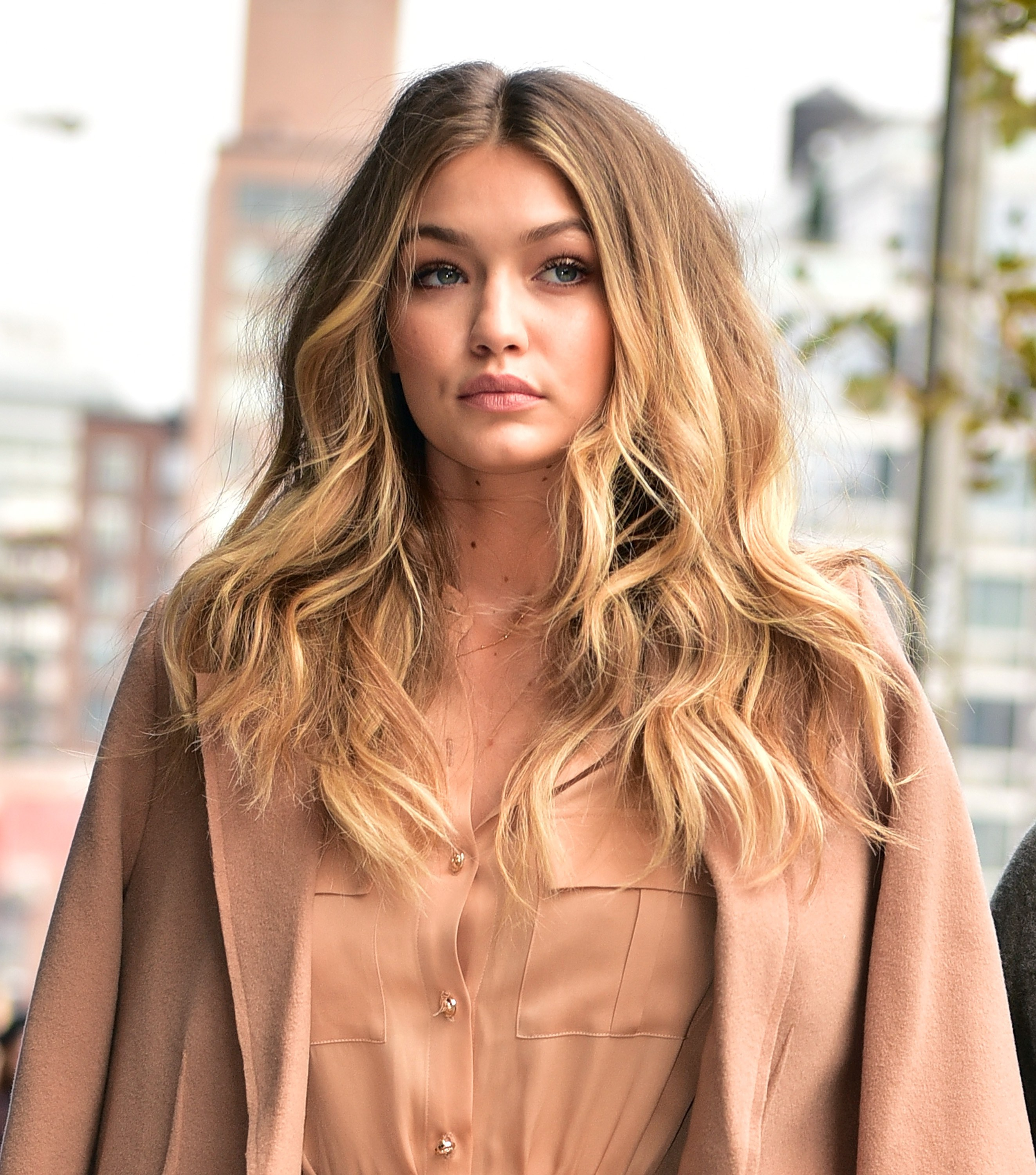 gigi-hadid-blonde-balayage-hair-colors-2017-summer