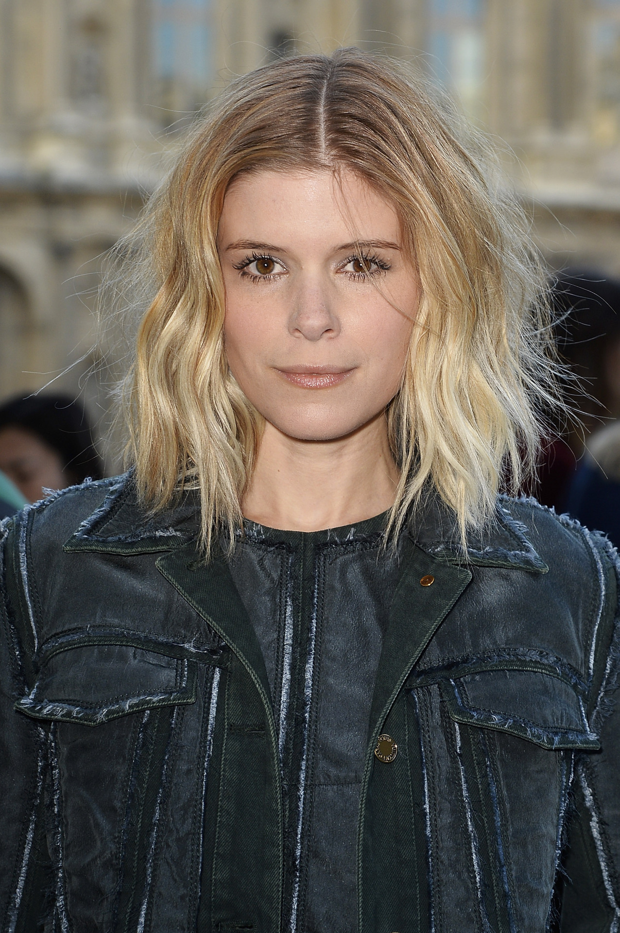Kate-Mara-middle-part-messy-bob-hairstyles-2017