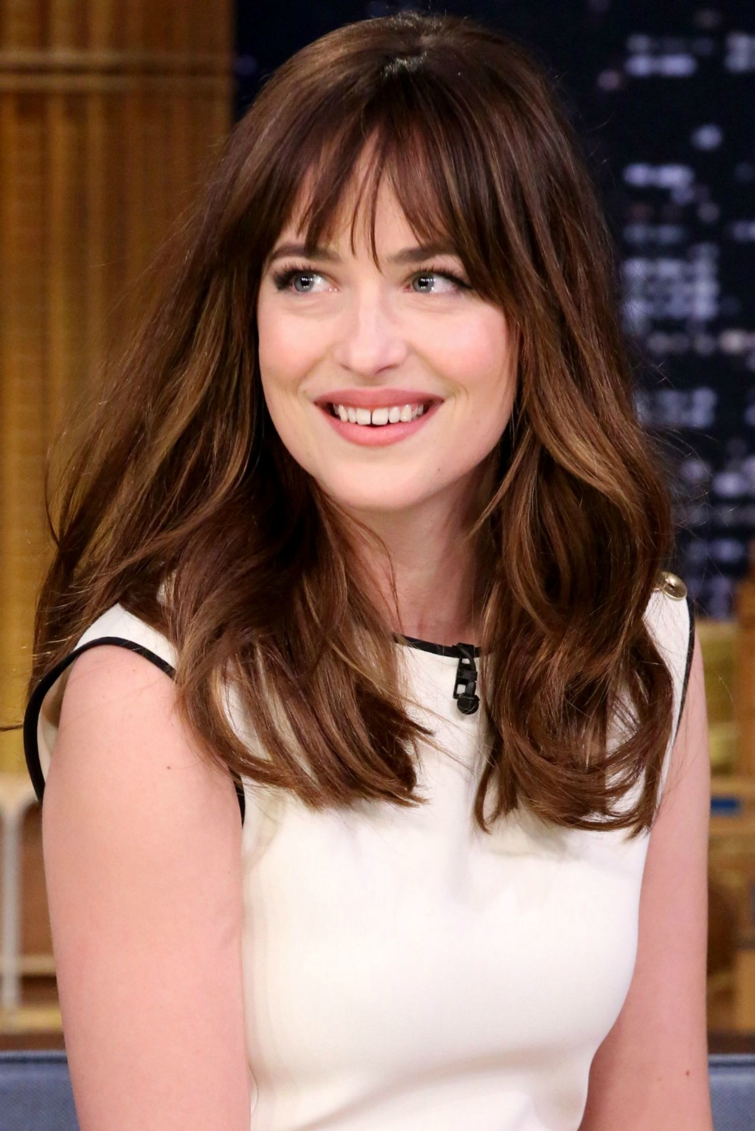 Dakota Johnson brown wavy hairstyles 2017