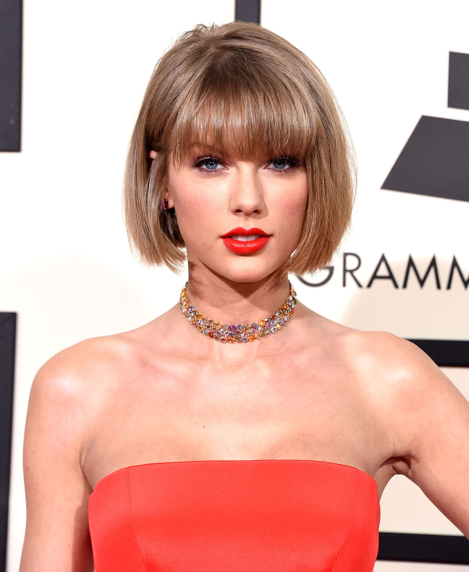 Taylor Swift blunt bob hairstyles with bangs