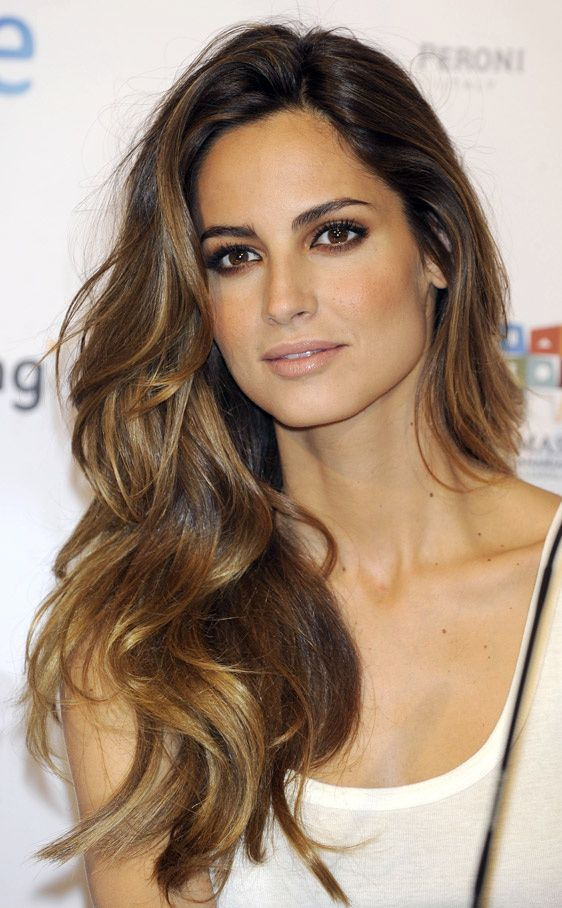 side swept long wavy hairstyles