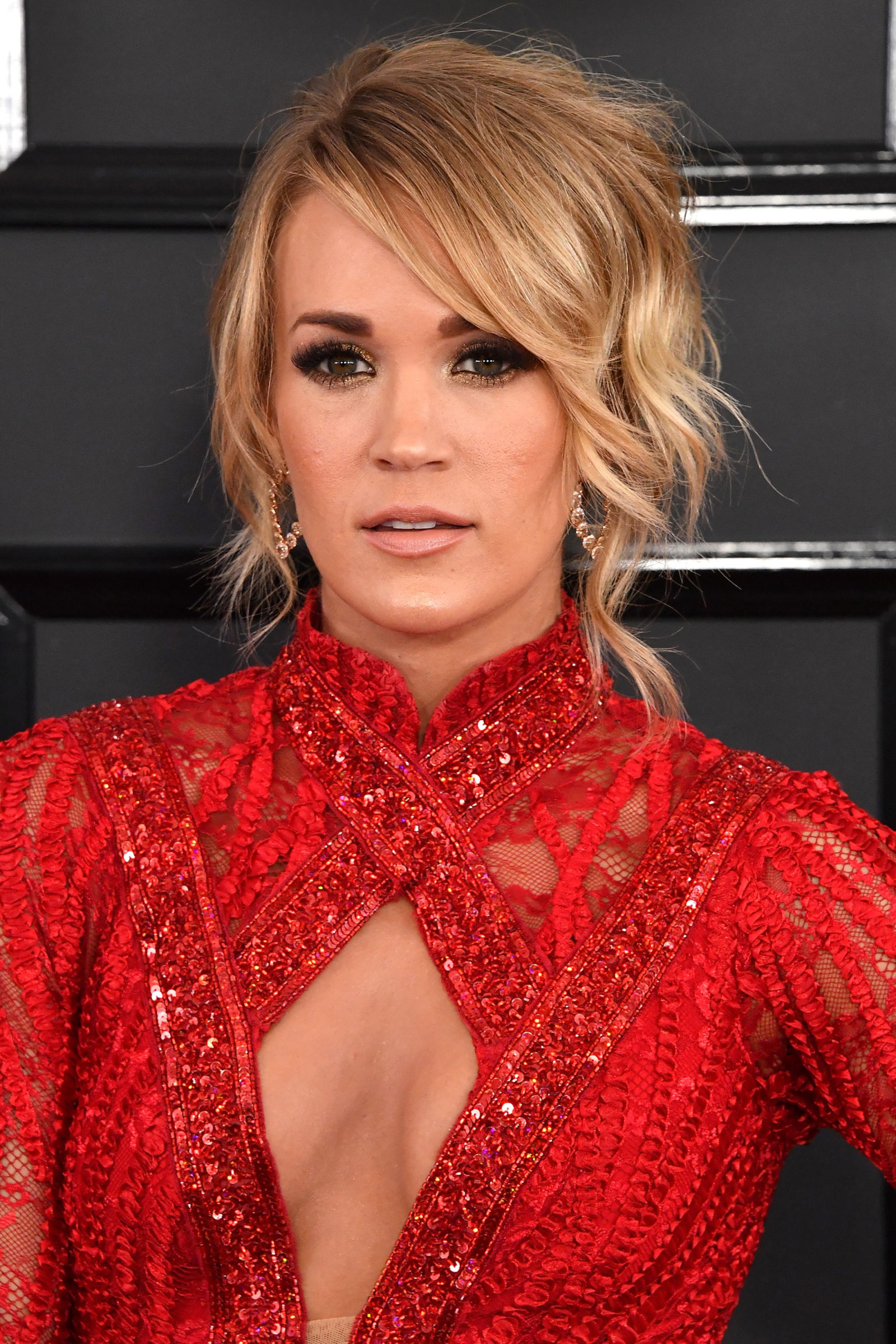CARRIE UNDERWOOD messy updo hairstyles 2017