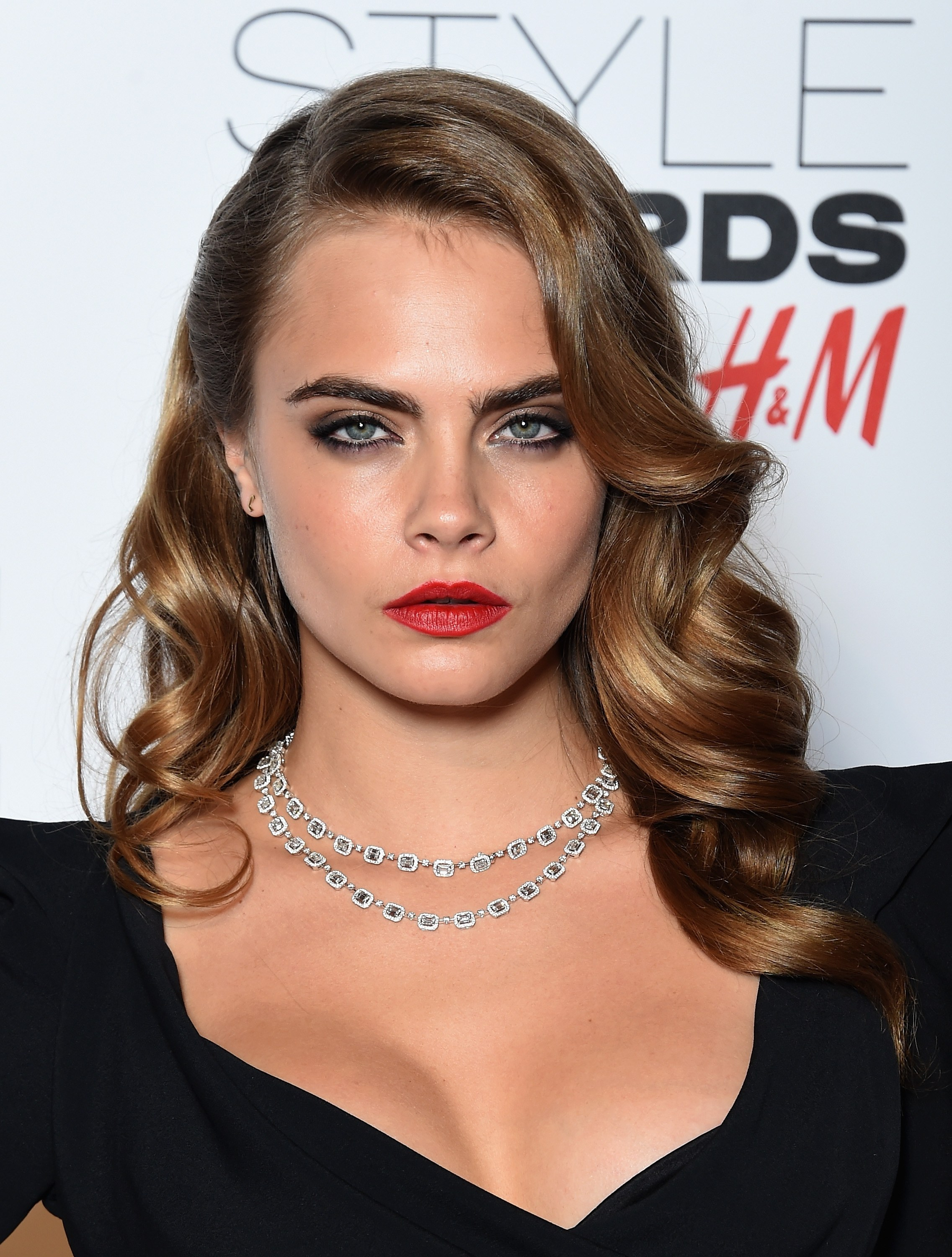 Cara Delevingne retro Hollywood hairstyles