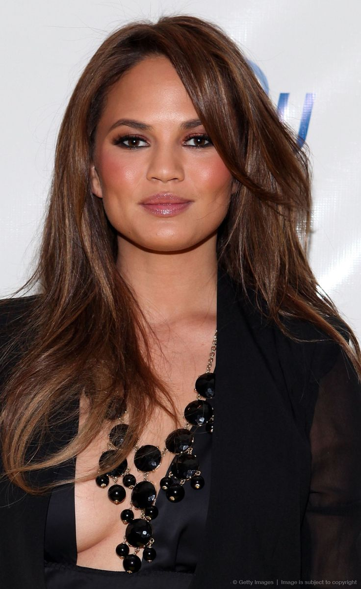 Chrissy Teigen brown hair colors 2017