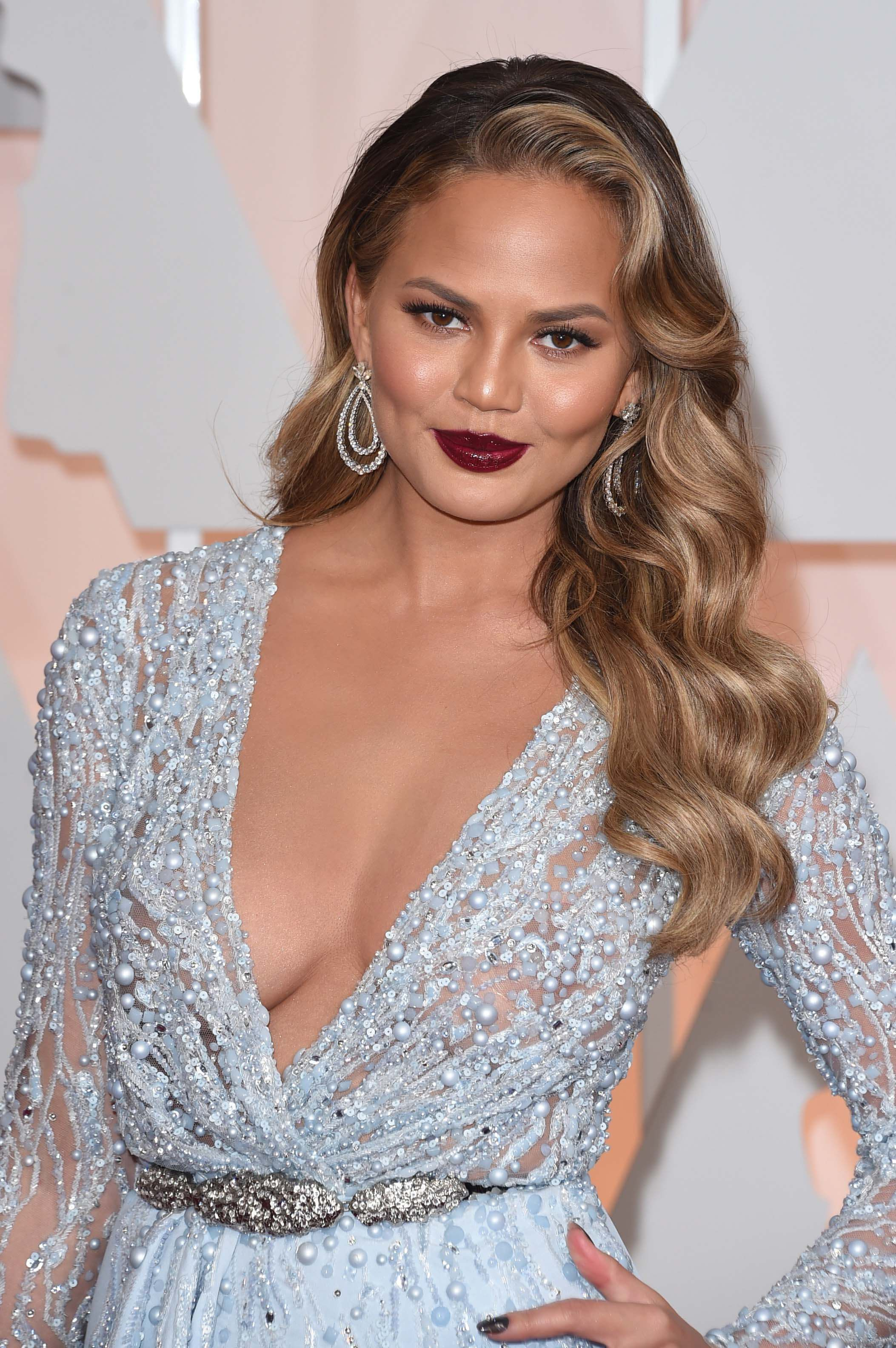 Chrissy Teigen retro Hollywood hairstyles