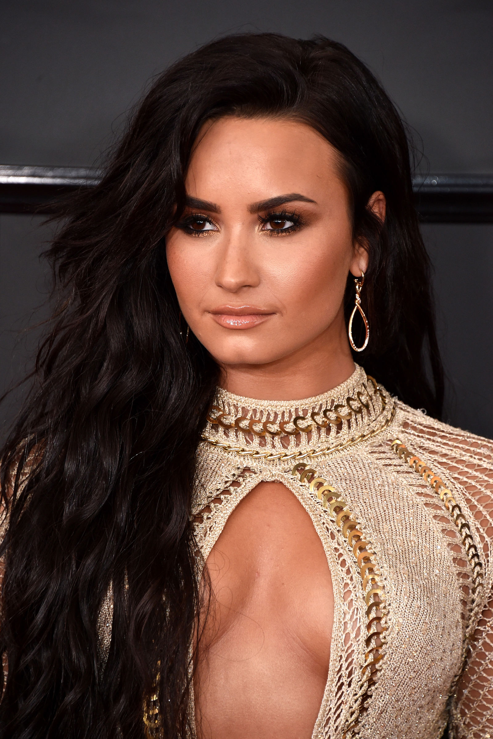 Demi Lovato long brunette hairstyles 2017