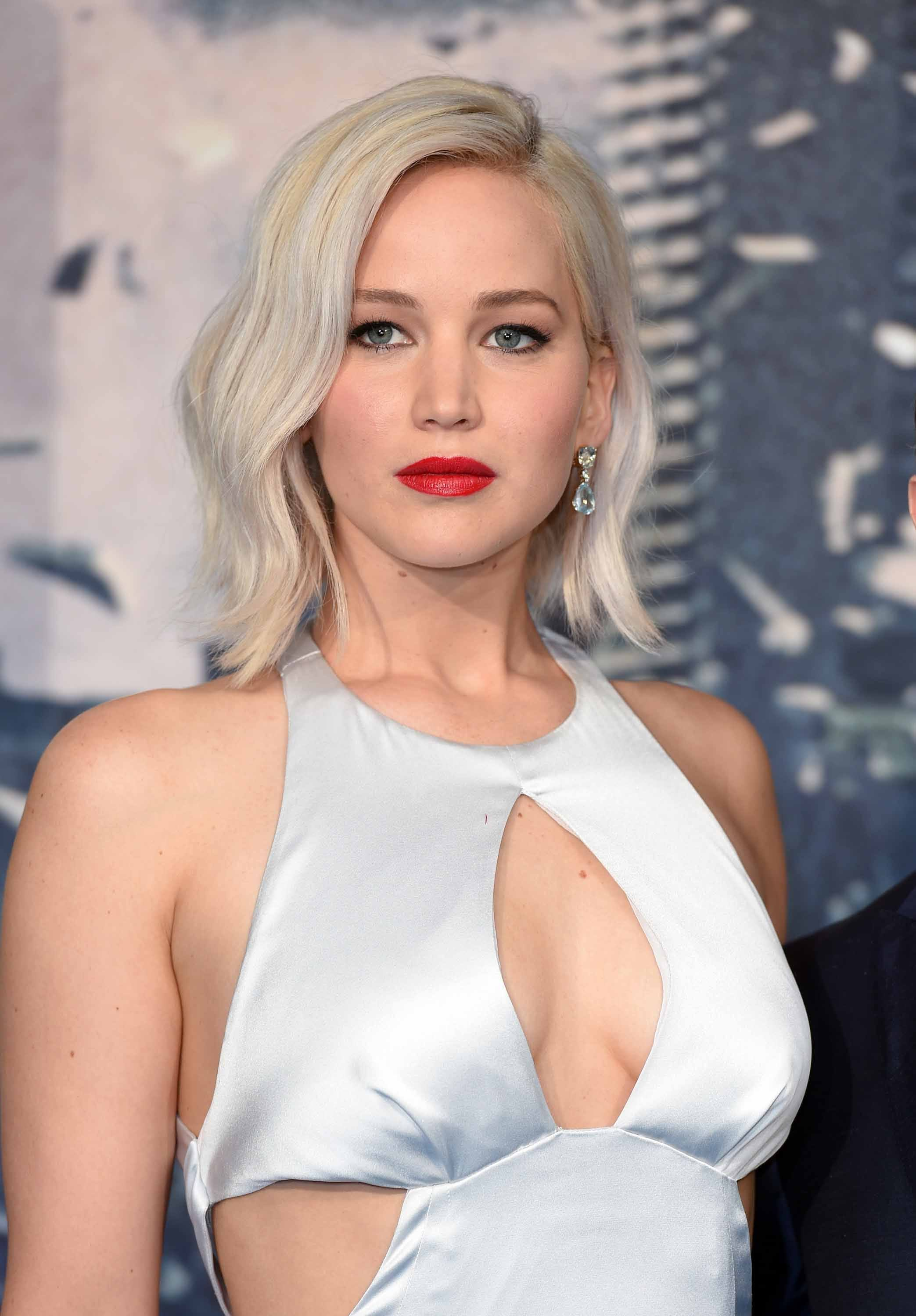 Jennifer Lawrence platinum blonde bob hairstyles