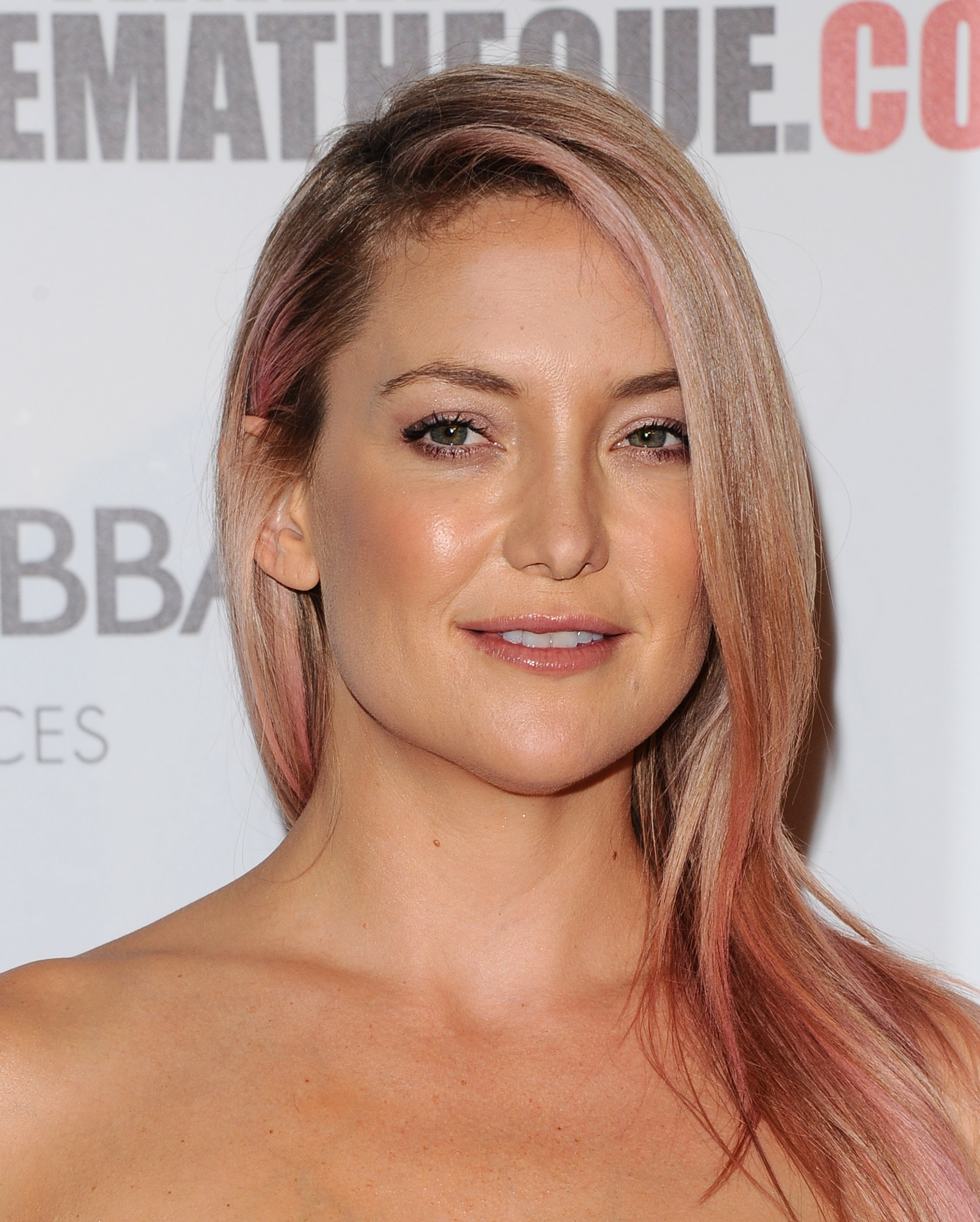Kate Hudson pale pink hair color trends 2017