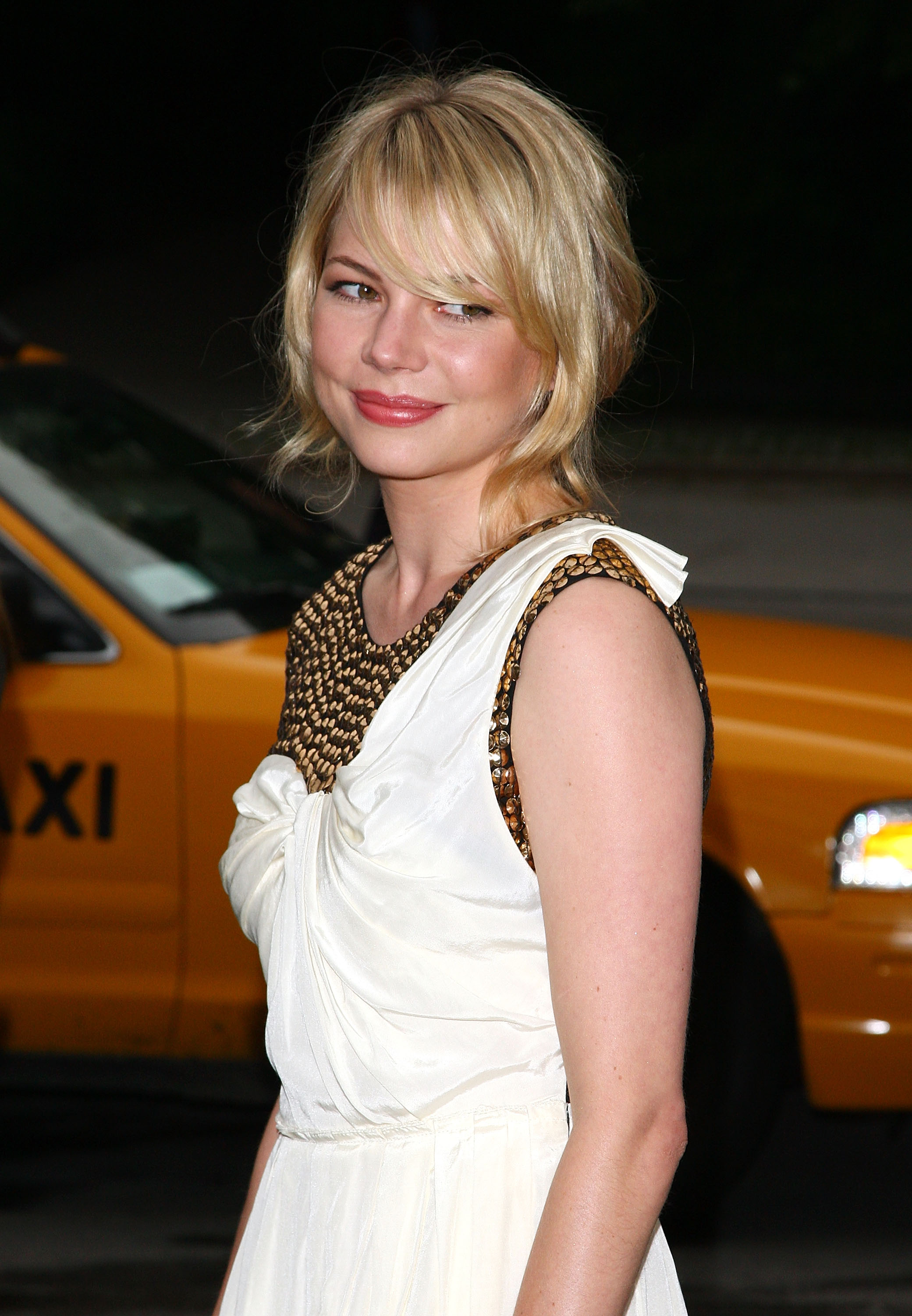 Michelle Williams bangs hairstyles 2017