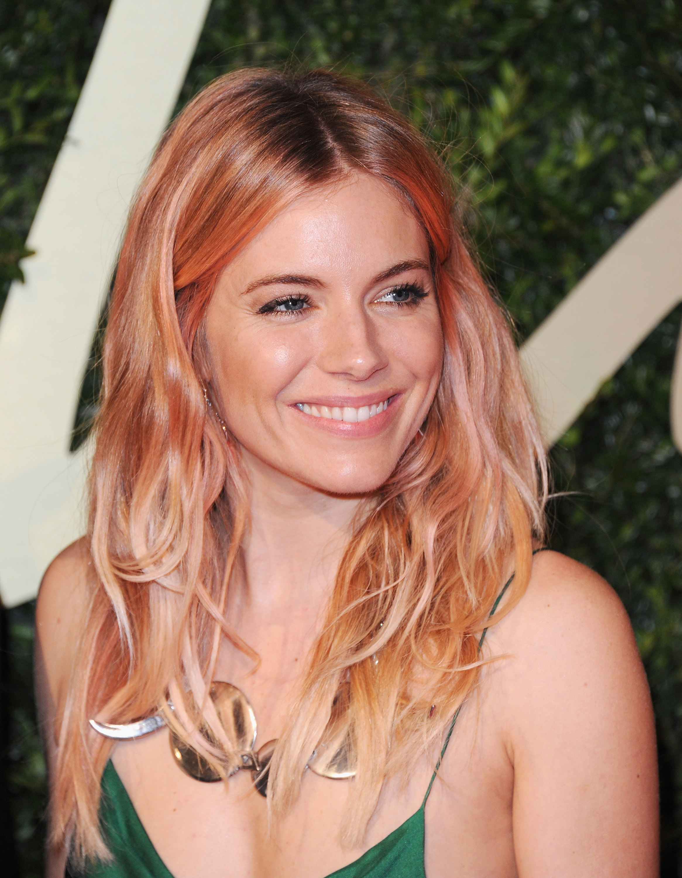 Sienna Miller rose gold hair colors for 2017