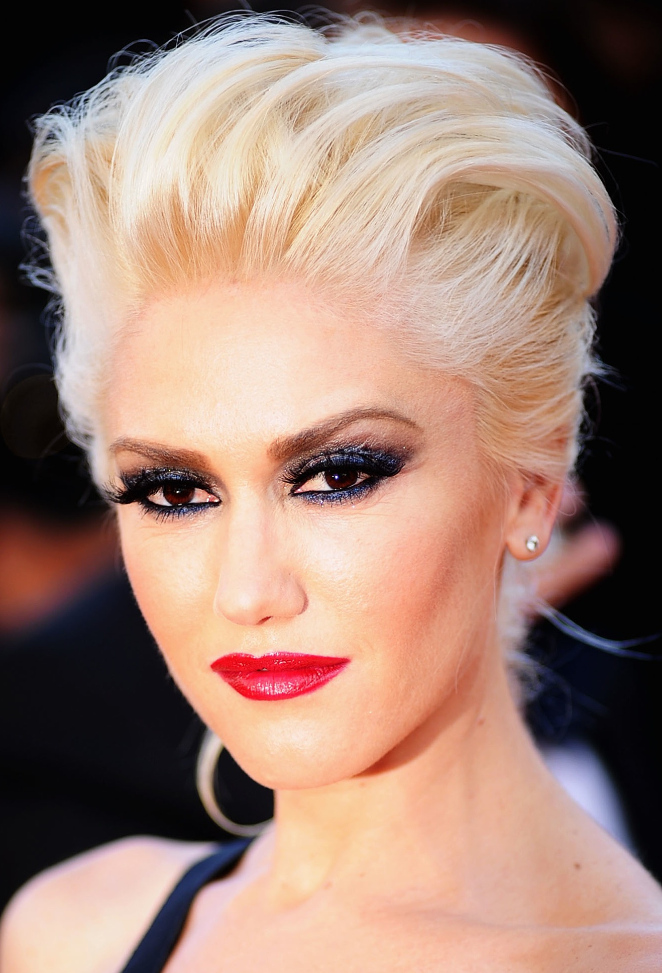 Gwen-Stefani-platinum-blonde-hair-colors