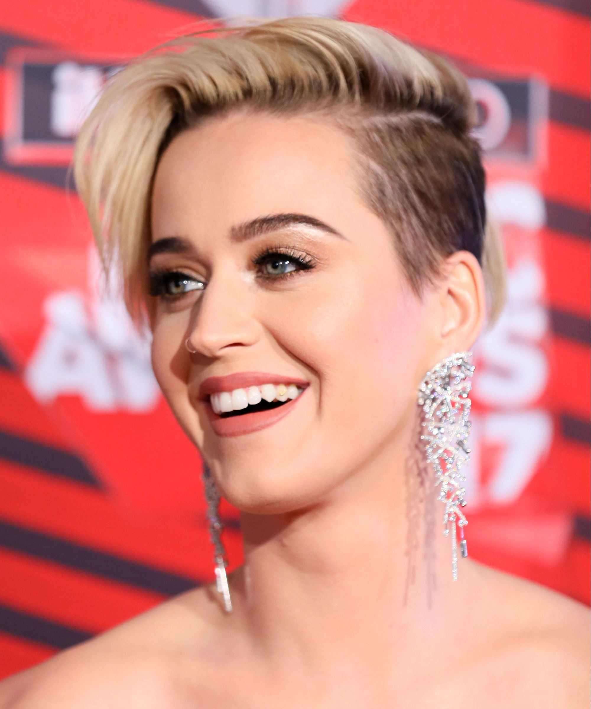 Katy Perry new blonde pixie haircuts 2017