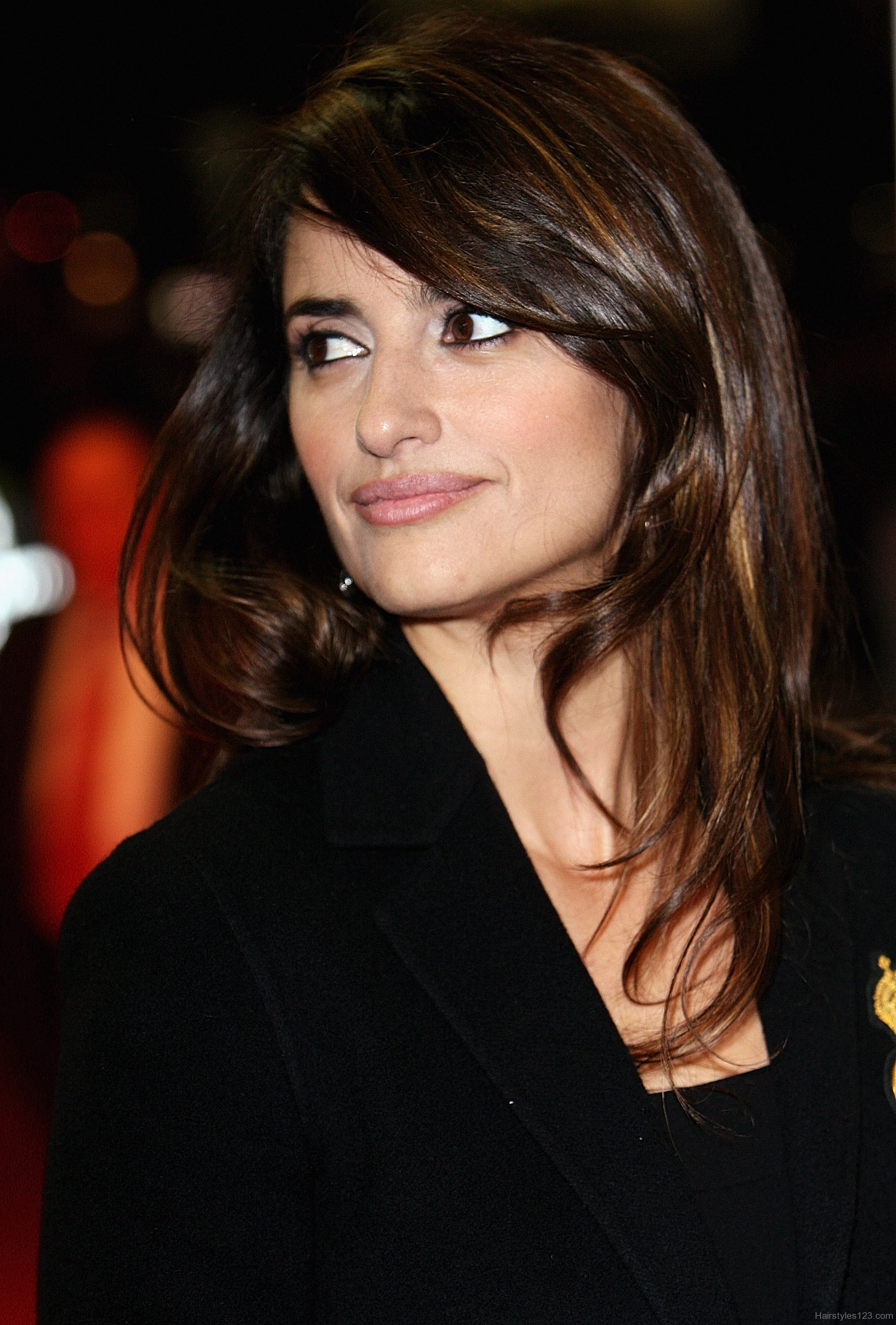 Penélope Cruz brunette hair colors