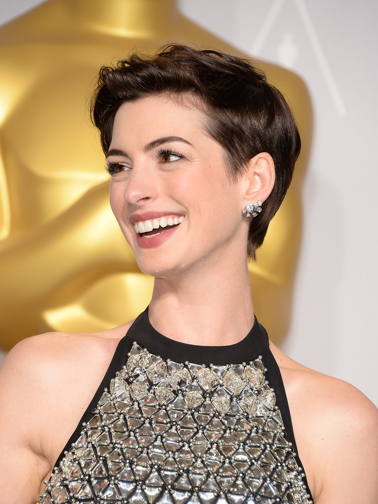 Anne Hathaway pixie haircuts 2017 summer