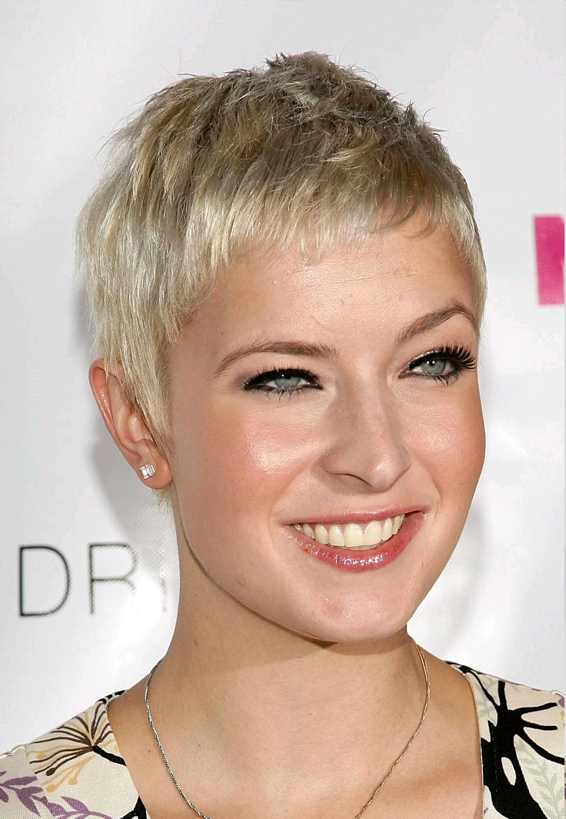 cropped short summer pixie hairstyles