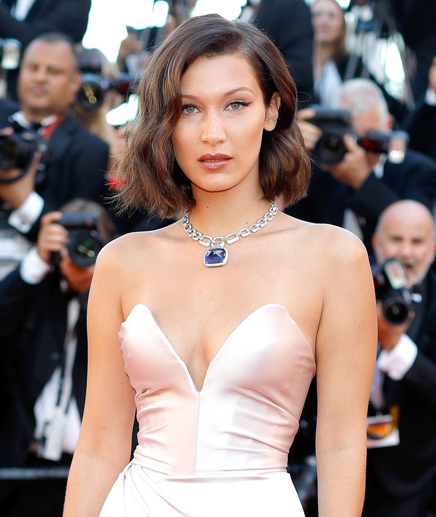 Bella-Hadid-bob-hairstyles-2017-Cannes