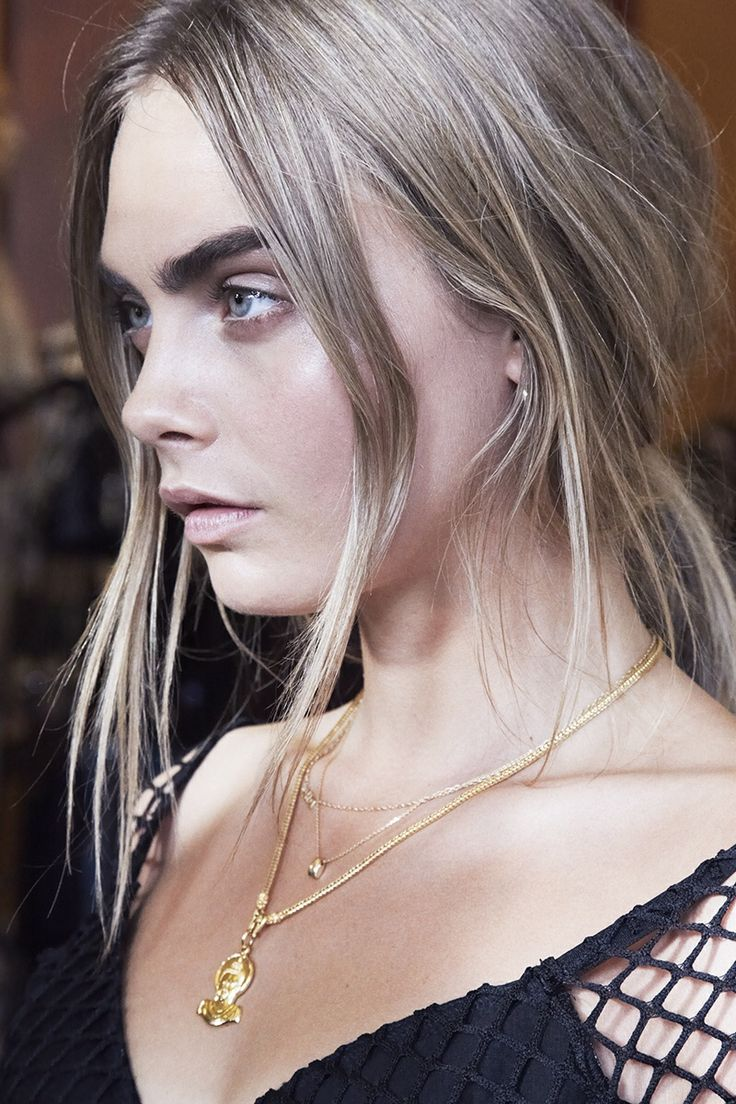 Cara Delevingne silver blonde hair colors for winter 2018