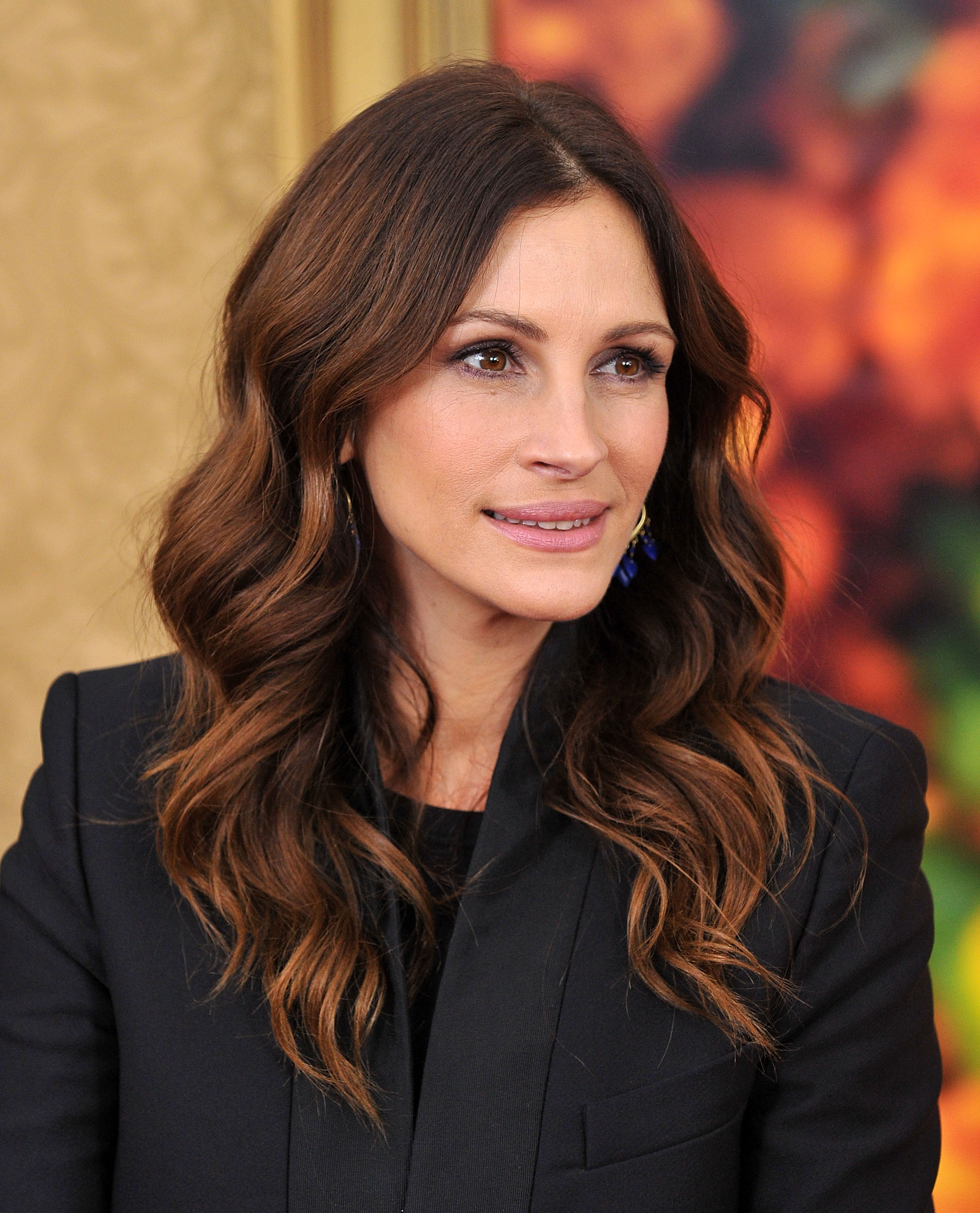 Julia-Roberts-long-brown-hairstyles