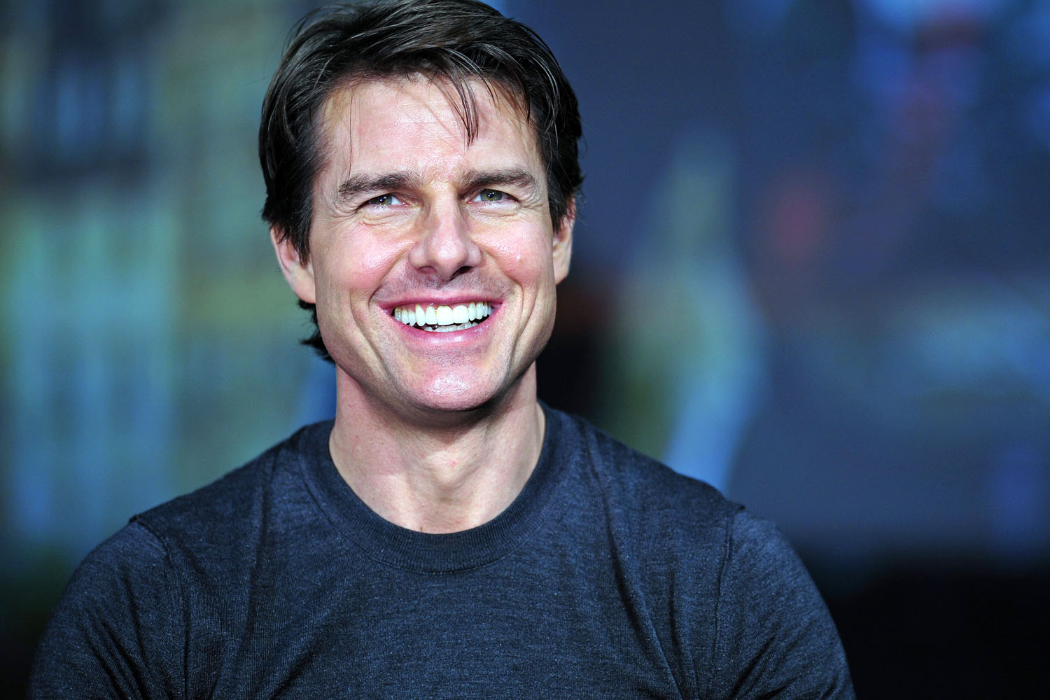 Tom Cruise casual mens hairstyles 2018