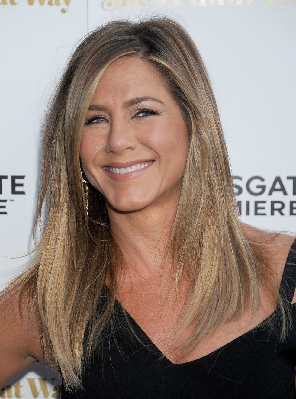 Jennifer Aniston ash blonde hair colors for fall winter
