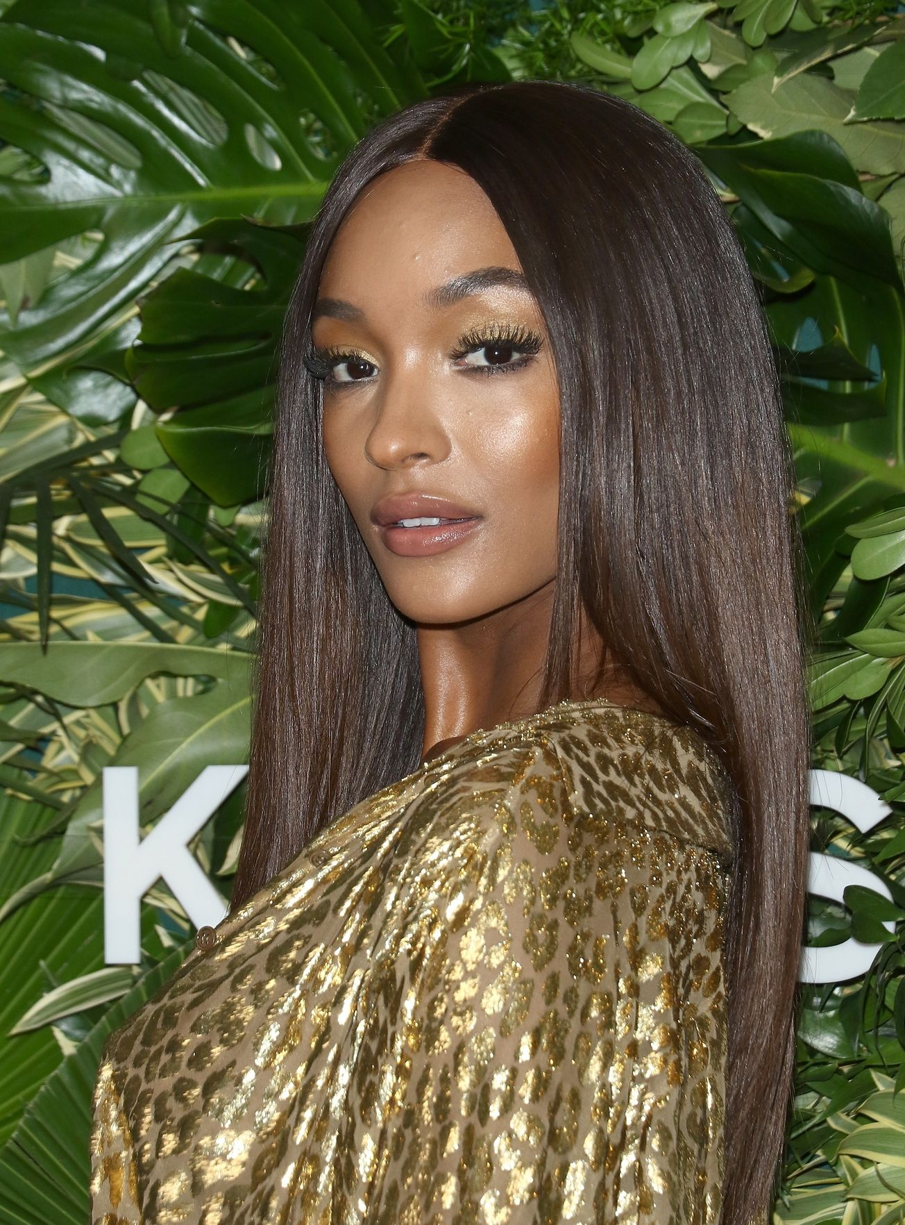 Jourdan Dunn deep brown sleek hairstyle 2018