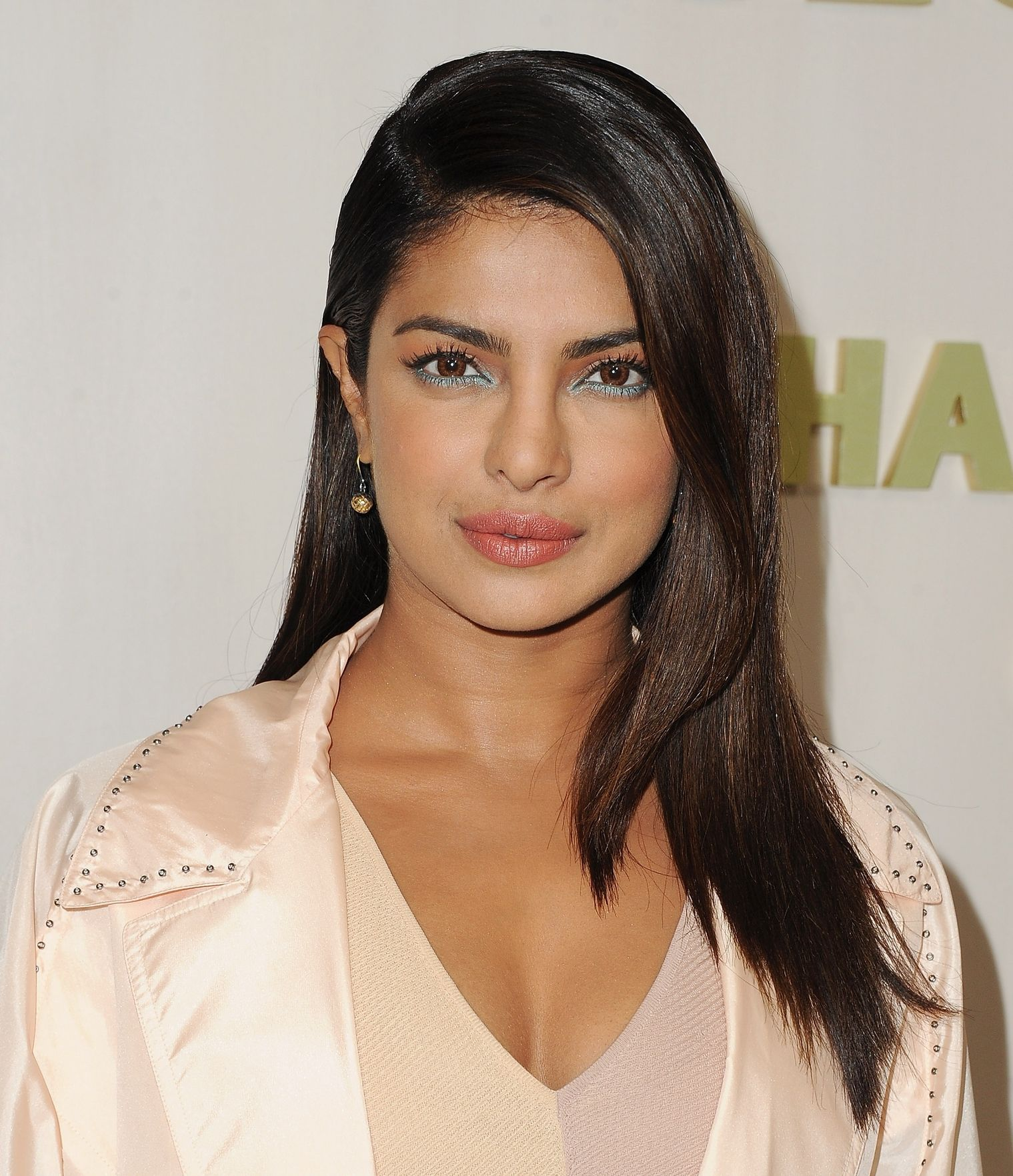 Priyanka Chopra strong brunette hair colors 2018