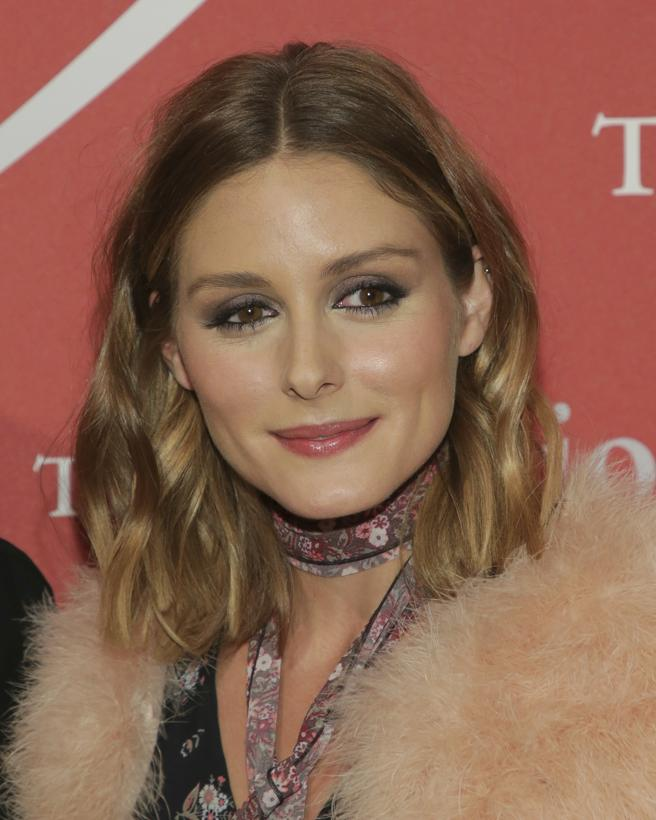Olivia Palermo mid part hairstyles 2018